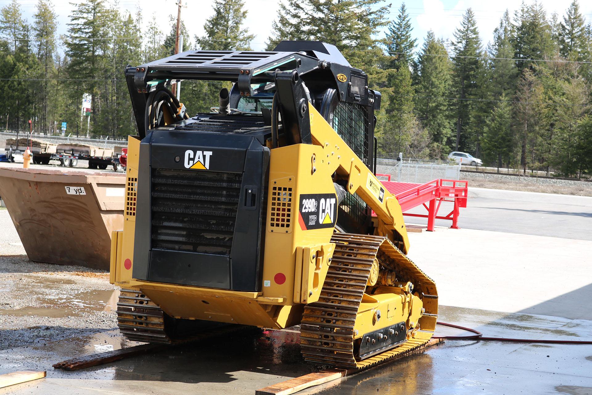 CAT 299D2XHP Enhanced Guarding