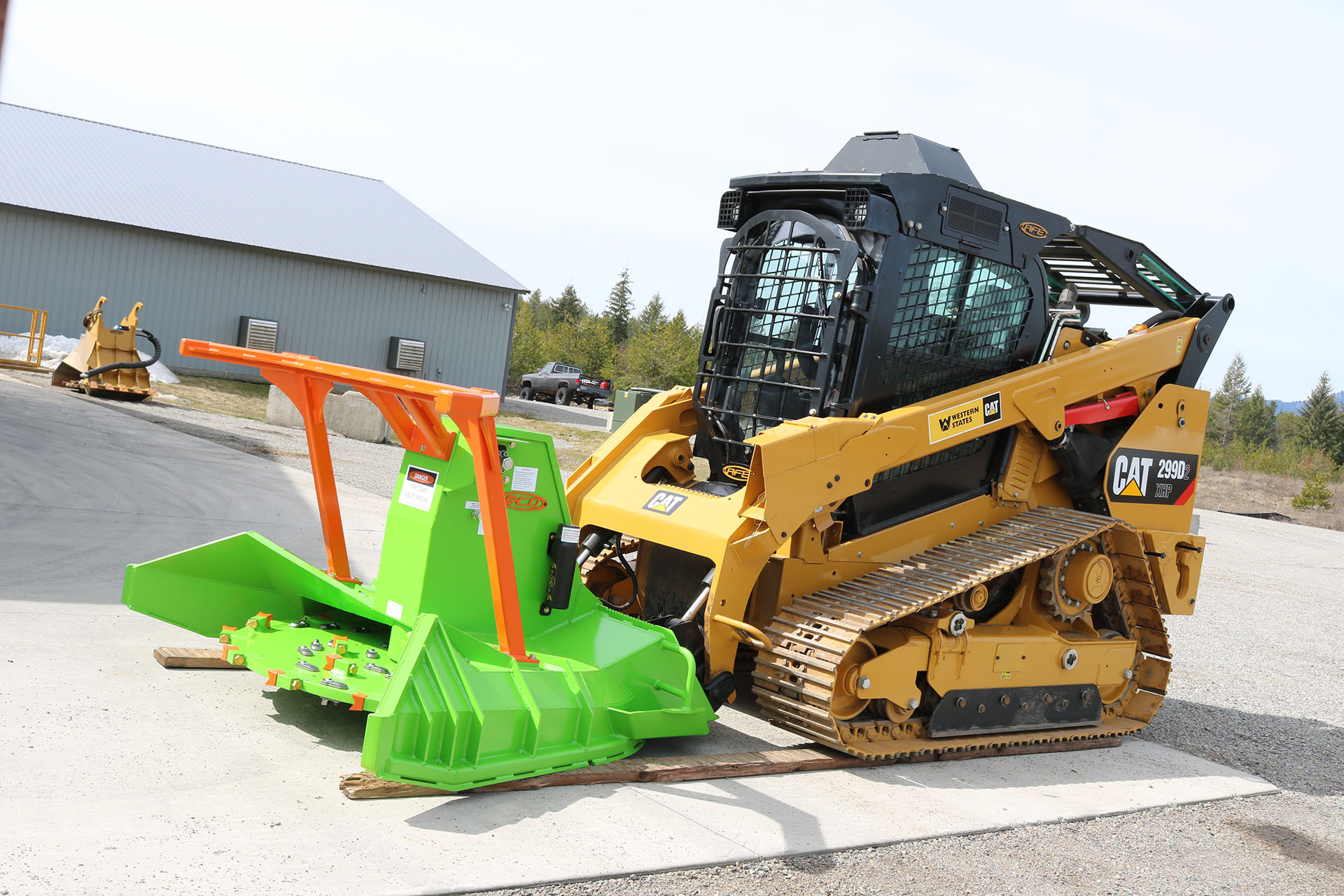 CAT 299D2XHP equipped with Enhanced Guarding