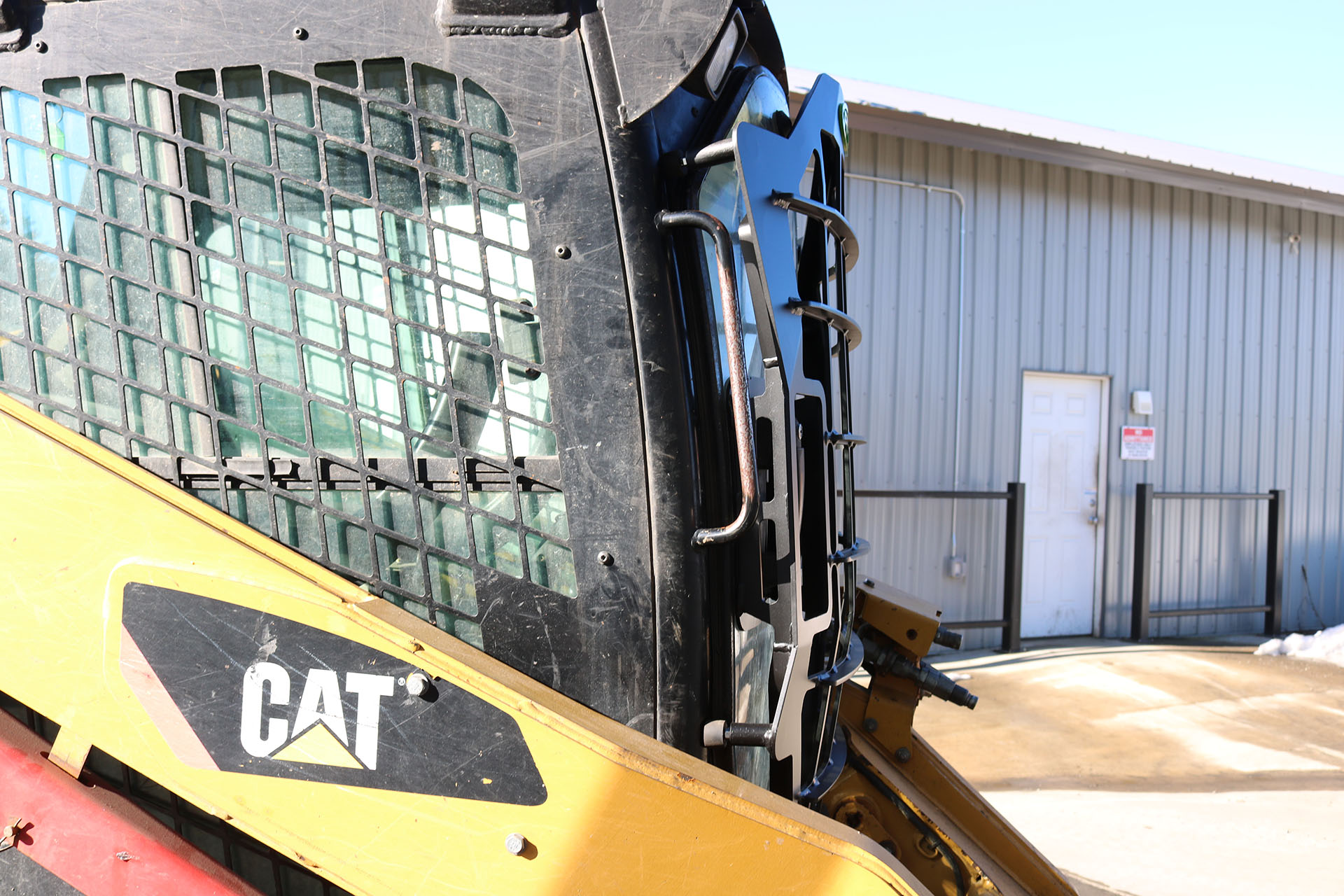 CAT 287C Skid Steer with 5x5 Skeleton Door