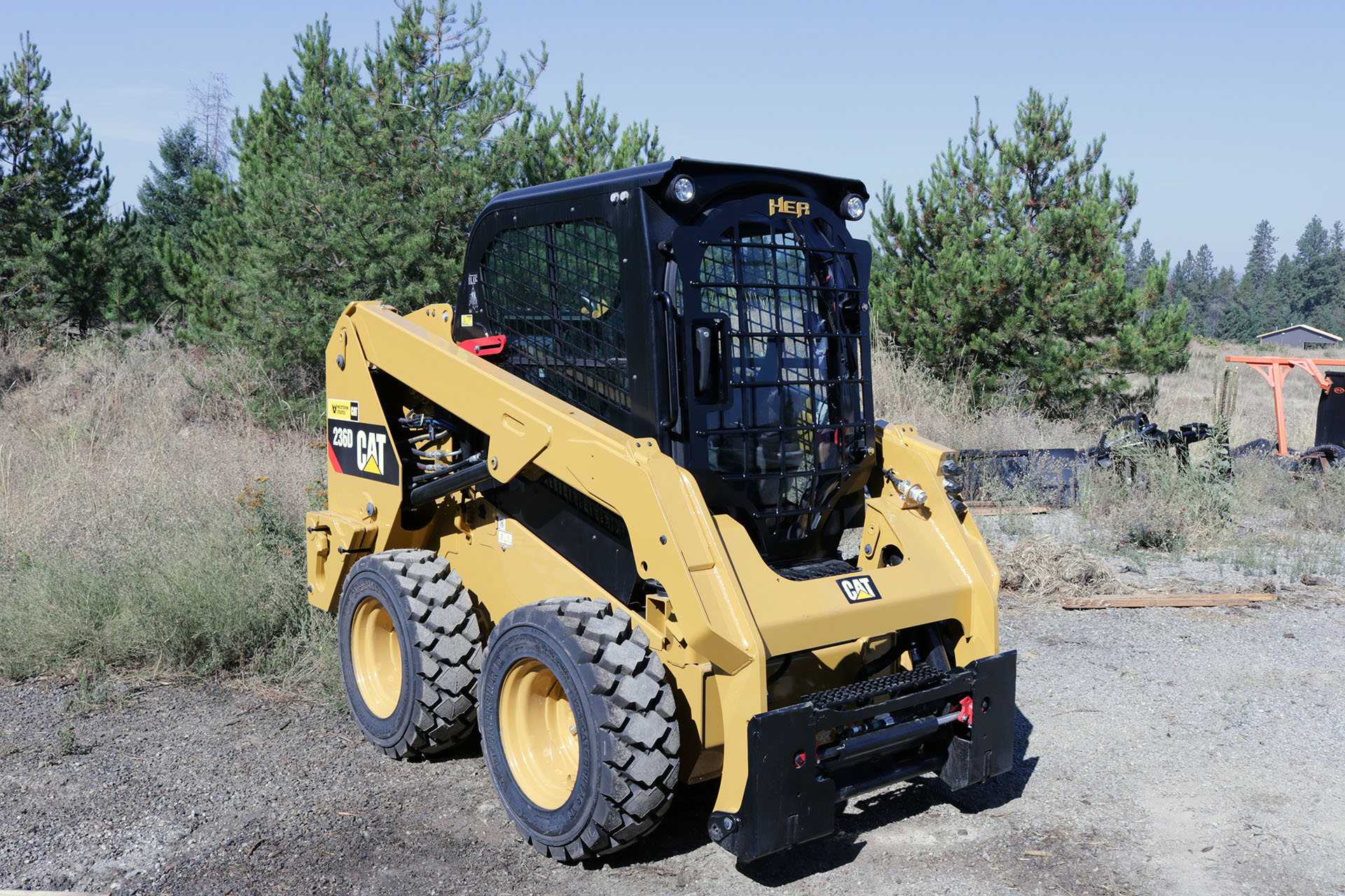 CAT 236D Skid Steer with 5x5 Skeleton Door