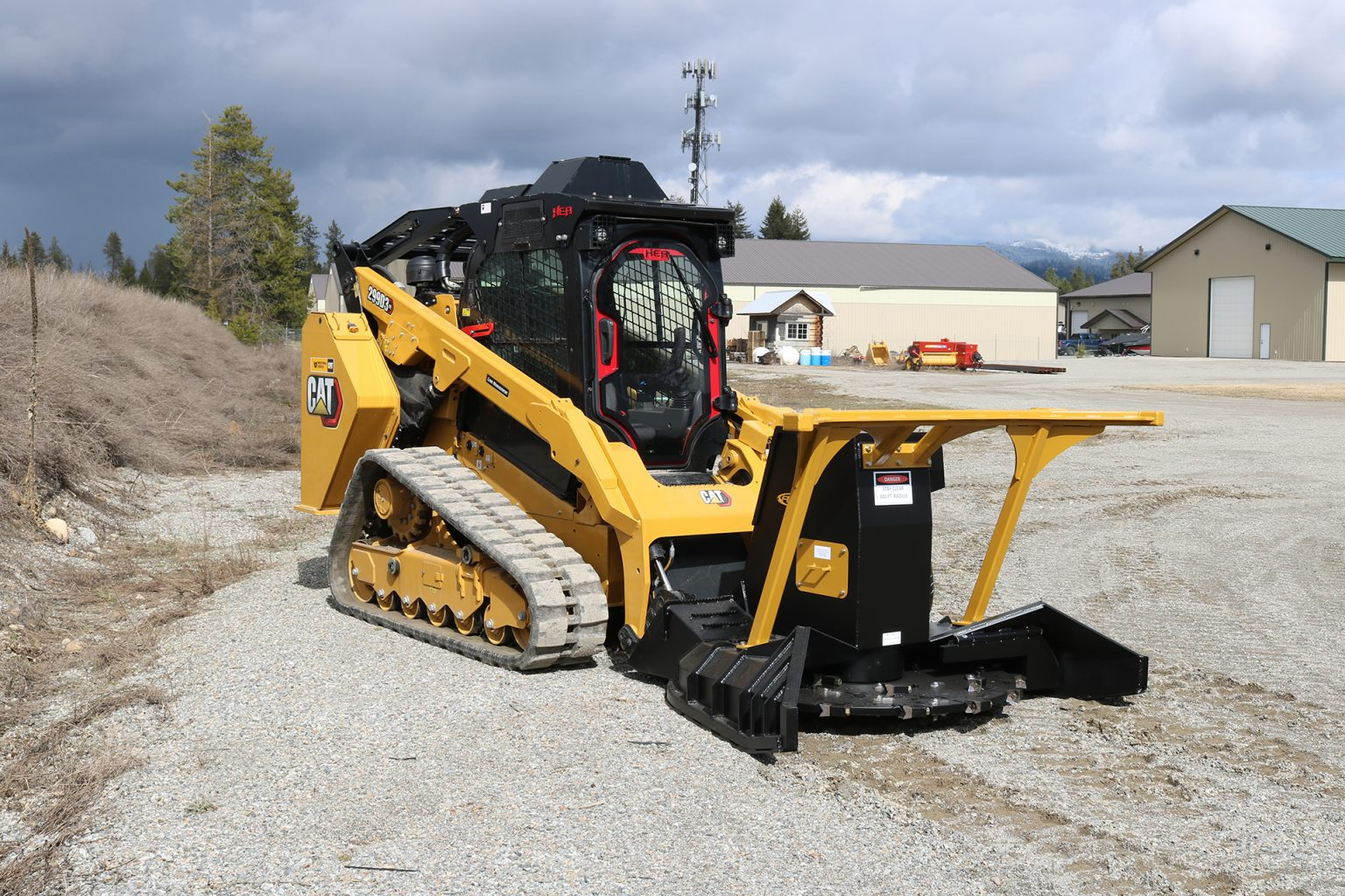 CAT 299D3 XE Extreme Mulcher – Ballistic Window