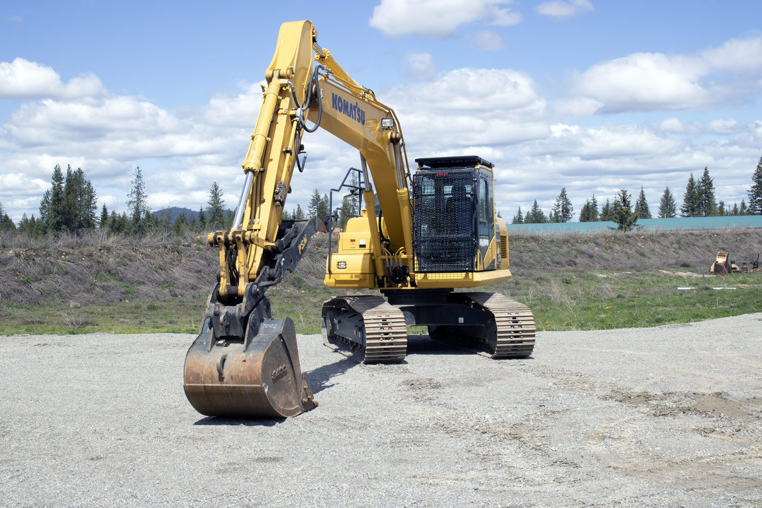 Komatsu 170LC Bolt on Screen and Top Cab Guard